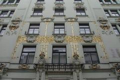Fachada de oro del arte-nouveau Foto de archivo libre de regalías