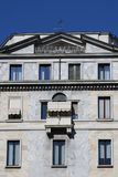 Fachada de piedra moderna en Milán Imágenes de archivo libres de regalías