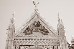 Fachada de Sienna Cathedral Church, Toscana foto de archivo libre de regalías