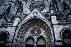 Fachada de St John The Divine Cathedral em New York imagem de stock royalty free