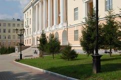 Fachada de um edifício com colunas Fotos de Stock Royalty Free