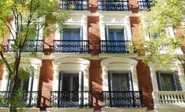 Fachada de um edifício de apartamento luxuoso Imagens de Stock