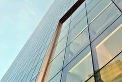Fachada de um edifício moderno imagens de stock
