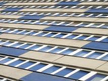 Fachada de um edifício moderno do departamento Fotografia de Stock Royalty Free