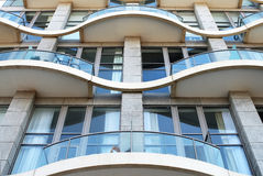 Fachada de uma casa de apartamento moderna. Foto de Stock