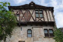 Fachada de uma casa metade-suportada típica de épocas medievais fotografia de stock