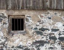 Fachada de uma casa velha com janela barrada Fotos de Stock Royalty Free