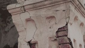 A fachada de uma construção velha abandonada 2 filme