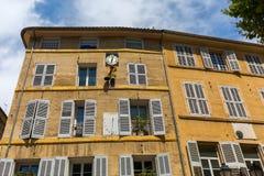Fachada de uma construção velha em Aix-en-Provence Imagens de Stock