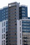 Fachada de uma constru??o residencial do multi-andar novo arquitetura da cidade moderna imagens de stock