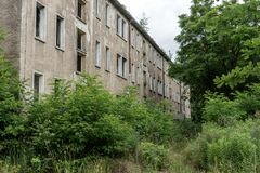 Fachada de un edificio abandonado Imagen de archivo libre de regalías