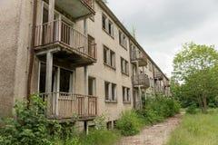Fachada de un edificio abandonado Imagen de archivo