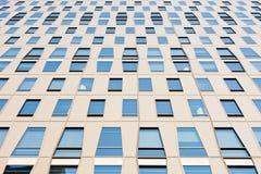 Fachada de un edificio de oficinas del moderen Foto de archivo