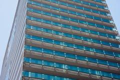 Fachada de un edificio de oficinas moderno Imagen de archivo libre de regalías