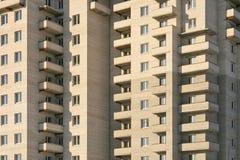 Fachada de un edificio de varios pisos. Fotografía de archivo