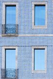 Fachada de un edificio en Oporto Fotos de archivo