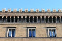 Fachada de un edificio medieval Fotografía de archivo