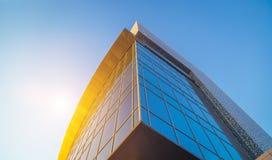 Fachada de un edificio moderno Imágenes de archivo libres de regalías
