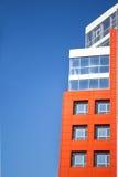 Fachada de un edificio moderno en el estilo de alta tecnología Foto de archivo libre de regalías