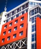 Fachada de un edificio moderno en el estilo de alta tecnología Imagen de archivo libre de regalías