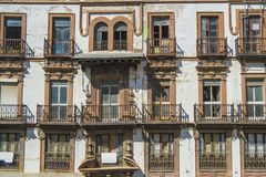 Fachada de un edificio viejo Fotos de archivo