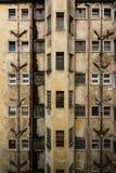 Fachada de un edificio viejo de la reducción Foto de archivo libre de regalías