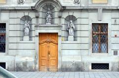 Fachada de un edificio viejo en Viena, Austria Foto de archivo libre de regalías