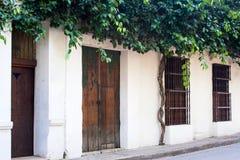 Fachada de una casa colonial Fotos de archivo