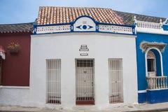 Fachada de una casa colonial Imagen de archivo libre de regalías