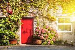 Fachada de una casa en Galway, Irlanda imagenes de archivo