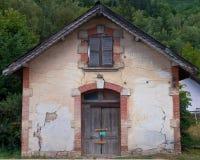 Fachada de una casa francesa vieja Fotos de archivo