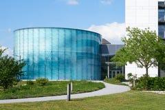 Fachada de vidro moderna em Magdeburgo imagens de stock royalty free