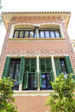 Fachada decorativa no museu da casa de Gaudi, Barcelona, Espanha Imagens de Stock
