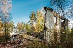 Fachada del edificio arruinado roto abandonado viejo Imagen de archivo libre de regalías