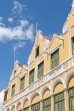 Fachada del edificio colonial holandés del Caribe fotografía de archivo libre de regalías
