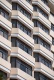 Fachada del edificio con las ventanas saledizas Imagenes de archivo