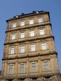 Fachada del edificio del renacimiento - ventanas y detalles Imágenes de archivo libres de regalías