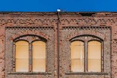 Fachada del edificio devastado imagenes de archivo