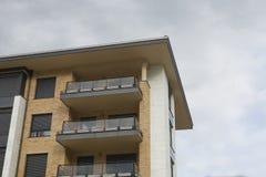 Fachada del edificio residencial Imagen de archivo libre de regalías