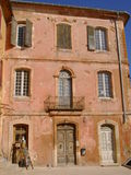 Fachada del edificio, Rousillon, Francia Fotos de archivo libres de regalías