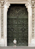 Fachada del entrace de Milano de los di del Duomo Imagen de archivo libre de regalías