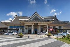 Fachada del ferrocarril de Jeonju construido en la arquitectura coreana tradicional situada en Deokjin-gu, Jeonju, Corea del Sur fotos de archivo