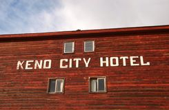Fachada del hotel de Keno City foto de archivo