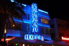 Fachada del hotel de la colonia en Miami Beach fotos de archivo libres de regalías