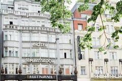 Fachada del hotel famoso del embajador en Wenceslas Square Imagen de archivo