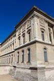 Fachada del museo del Louvre, París Fotografía de archivo libre de regalías