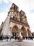 Fachada del Notre-Dame de Paris Imagen de archivo libre de regalías