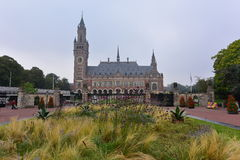 Fachada del palacio de la paz, un edificio que contiene al Tribunal Internacional de Justicia Fotos de archivo