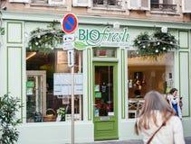 Fachada del restaurante de Egan pintada en verde Imágenes de archivo libres de regalías