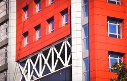 Fachada del rojo de la casa en el estilo de alta tecnología Fotografía de archivo libre de regalías